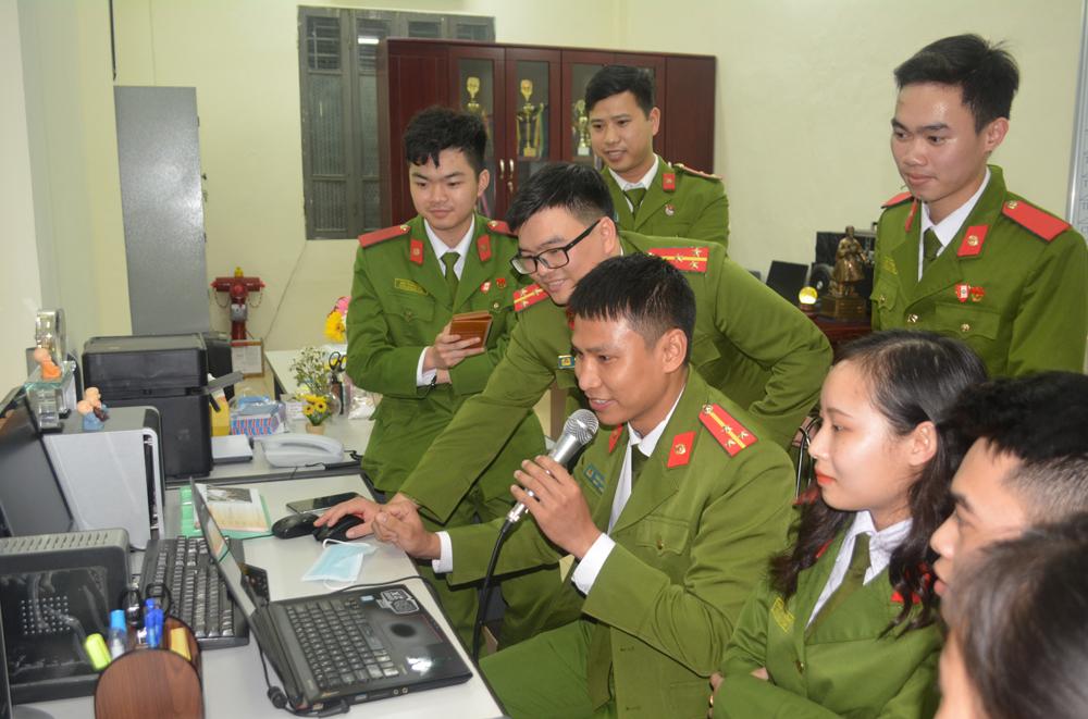 """Thi trực tuyến """"Tìm hiểu truyền thống Đoàn Thanh niên Cộng sản Hồ Chí Minh và truyền thống vẻ vang của Đảng Cộng sản Việt Nam"""""""
