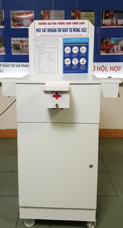 Trường Đại học PCCC nghiên cứu thành công máy sát khuẩn tay khô tự động SQ3