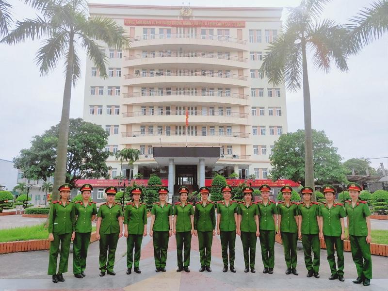 """Học viên nữ Trường Đại học PCCC tham gia huấn luyện để phục vụ Lễ Khai mạc Đại hội khỏe """"Vì An ninh Tổ quốc"""" lần thứ VIII, năm 2020"""