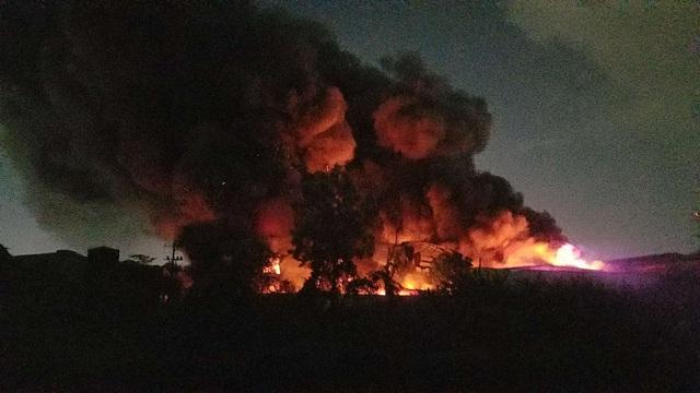 TPHCM: Đang cháy dữ dội trong khu công nghiệp Tân Tạo