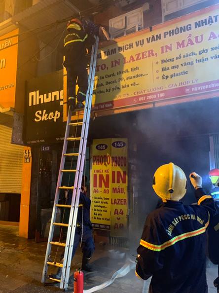 Đội Chữa cháy và cứu nạn cứu hộ học tập Trường Đại học PCCC chữa cháy, cứu người lúc rạng sáng