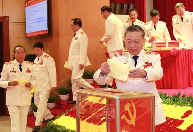 Bầu Đoàn đại biểu Đảng bộ Công an Trung ương dự Đại hội Đảng lần thứ XIII