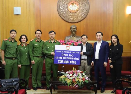 Trường Đại học PCCC chung tay ủng hộ đồng bào miền Trung