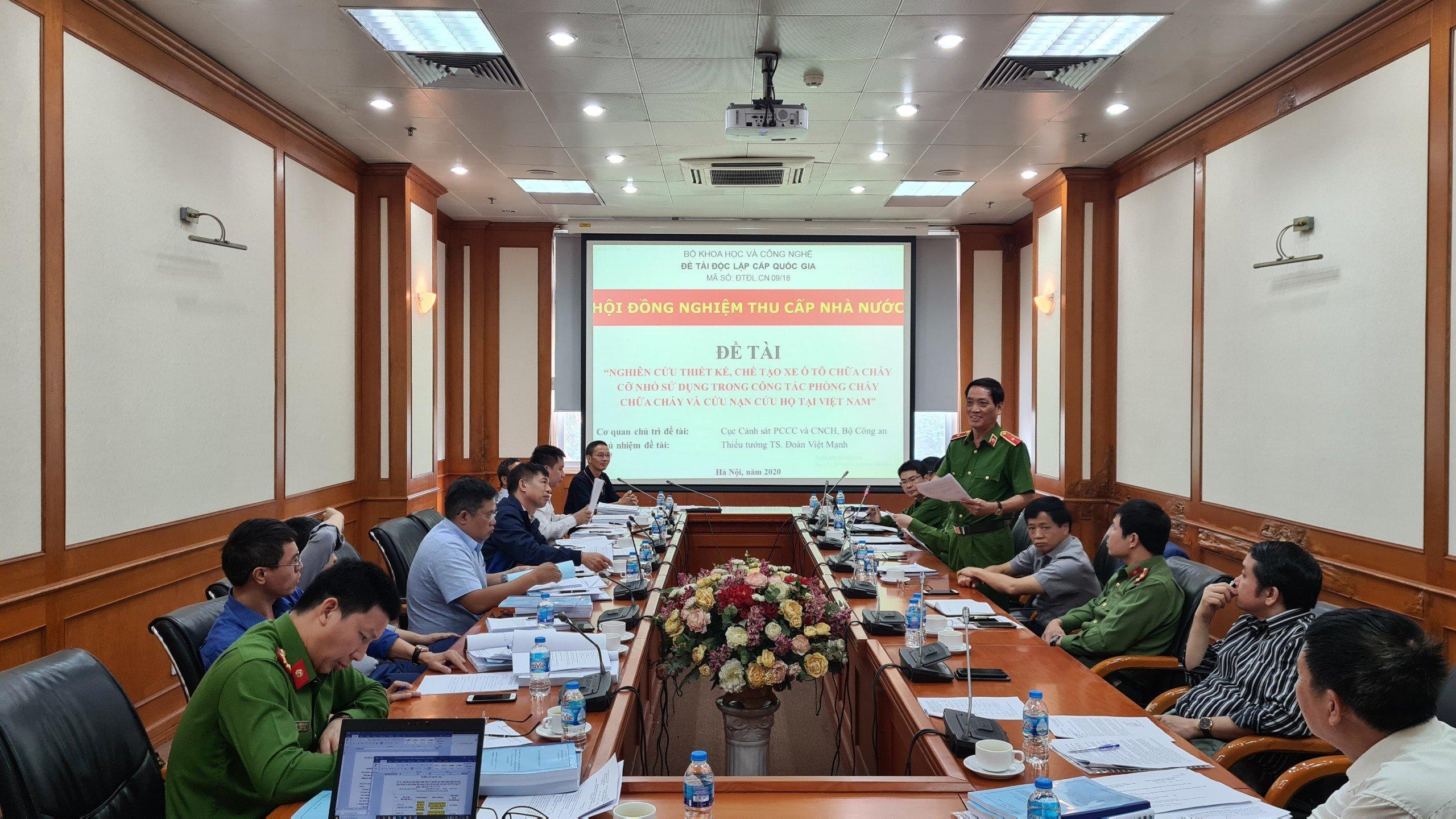 """Nghiệm thu Đề tài Khoa học cấp Nhà nước """"Nghiên cứu thiết kế, chế tạo xe ô tô chữa cháy cỡ nhỏ  sử dụng trong công tác PCCC&CNCH tại Việt Nam"""""""