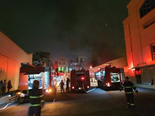Đội Chữa cháy và cứu nạn, cứu hộ học tập Trường Đại học PCCC tham gia chữa cháy tại Công ty Dược phẩm Hà Tây