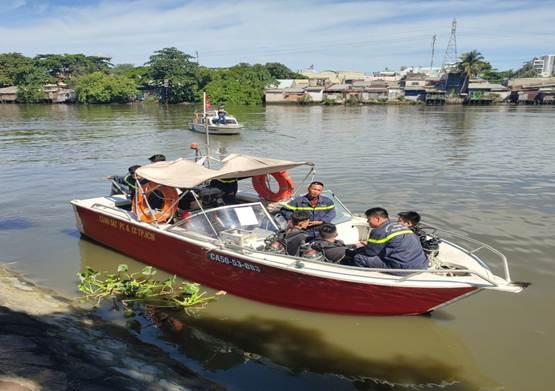 Huấn luyện bơi, lặn cho cán bộ, chiến sỹ làm nhiệm vụ Phòng cháy PCCC&CNCH trên sông