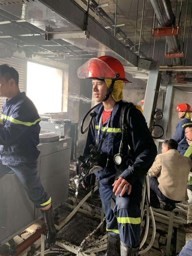 Đội chữa cháy và cứu nạn cứu hộ học tập Trường Đại học PCCC tham gia chữa cháy tại Tòa nhà chung cư Thăng Long Number one – số 287 Khuất Duy Tiến, Thanh Xuân, Hà Nội