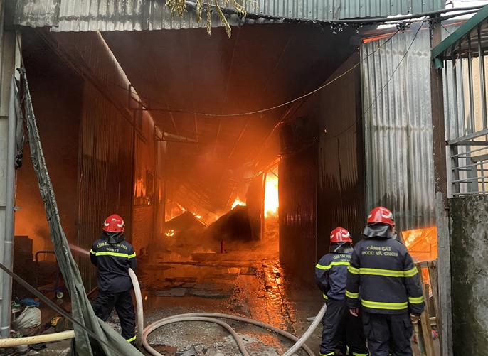 Đội Chữa cháy và cứu nạn, cứu hộ học tập tham gia chữa cháy nhà xưởng