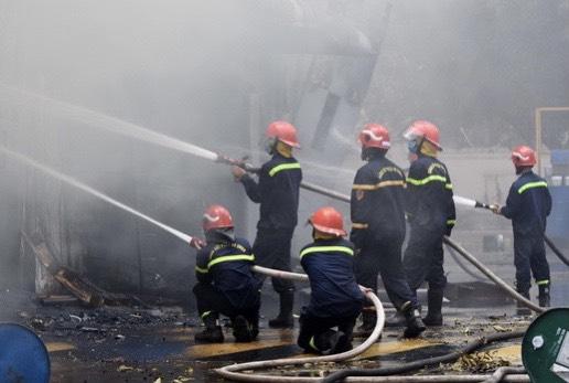 Đội Chữa cháy và cứu nạn cứu hộ học tập Cơ sở 3 tham gia chi viện  chữa cháy tại Công ty TNHH hóa chất Arirang